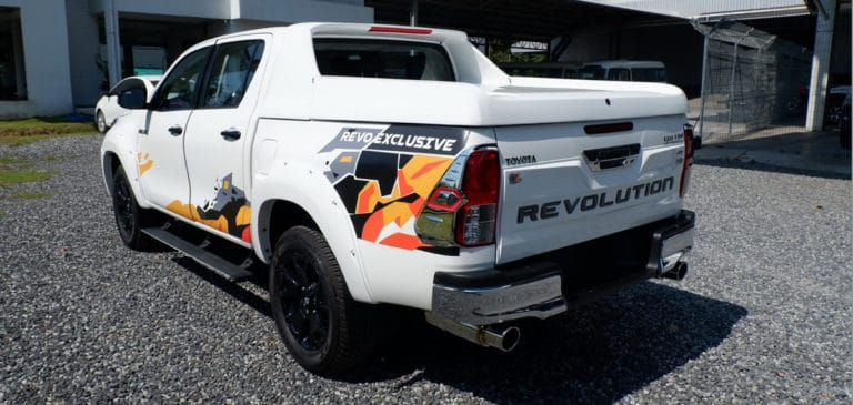 TOYOTA-HILUX-REVO-DOUBLE-CAB-2.8-G-LHD-4X4-AUTOMATIC-1