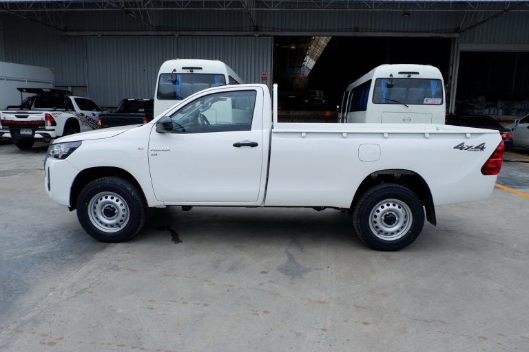 NEW REVO SINGLE CAB 2.8 ENTRY 4x4 MANUAL - STANDARD WHITE