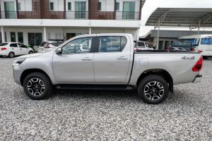NEW REVO DOUBLE CAB 2.8 HIGH 4x4 AUTO - SILVER
