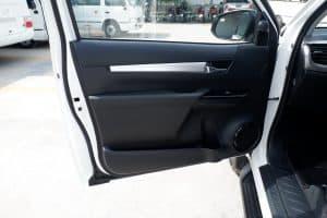 NEW REVO SMART CAB 2.8 HIGH 4x4 MANUAL - WHITE PEARL